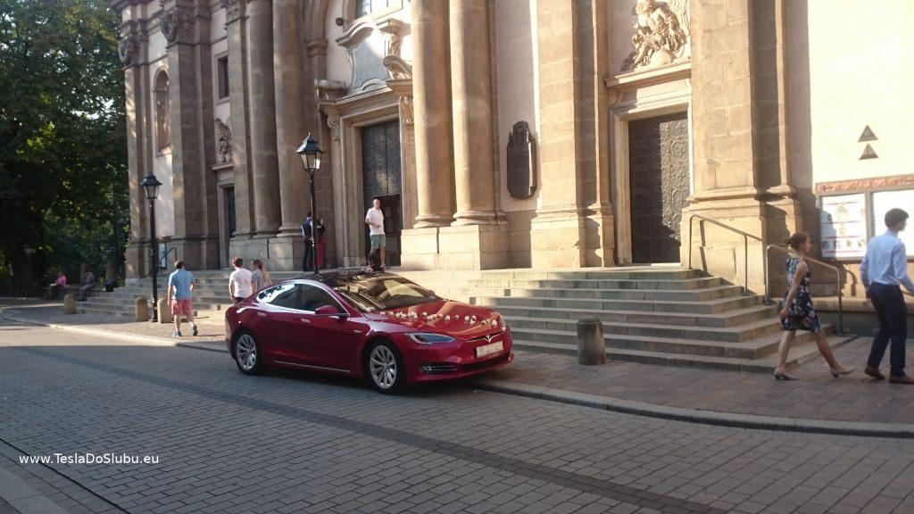 Tesla wynajem do ślubu: Kraków Stare Miasto (kościół na Placu Św. Anny)