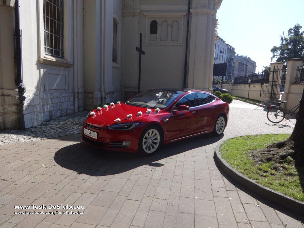 TESLA Model S wynajem do ślubu w Krakowie (Bazylika św. Floriana)