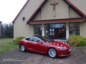Tesla Model S wynajem do ślubu w Sosnowcu przy kościele pw. Najświętszego Zbawiciela